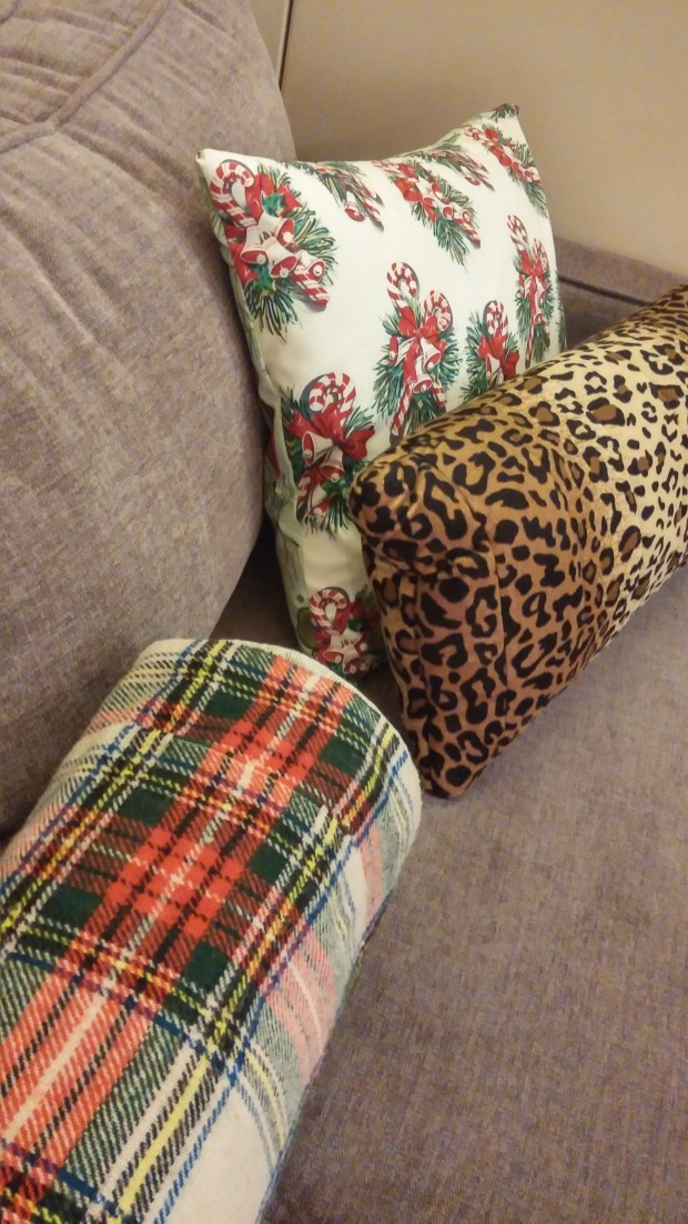 Christmas Couch 2 Ways (19)